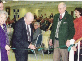 Bill Robison cutting ribbon to new building